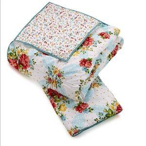Pioneer Woman Vintage floral Quilt Set
